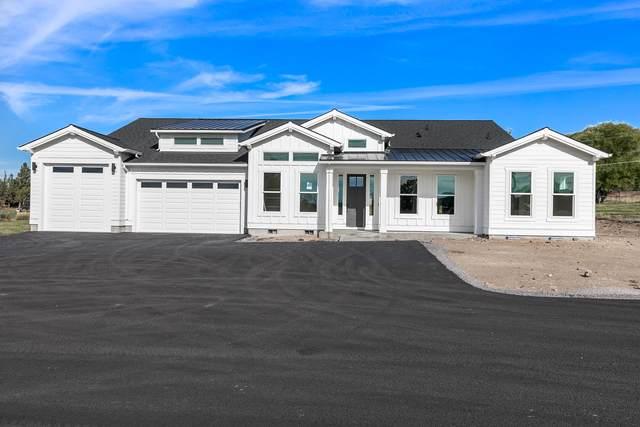 5637 NW Kingwood Avenue, Redmond, OR 97756 (MLS #220129942) :: Vianet Realty