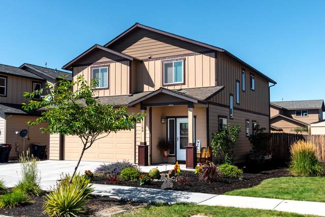 21154 Capella Place, Bend, OR 97702 (MLS #220130665) :: The Bifano Home Team