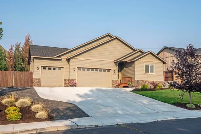 2735 SW 32nd Street, Redmond, OR 97756 (MLS #220131130) :: Chris Scott, Central Oregon Valley Brokers