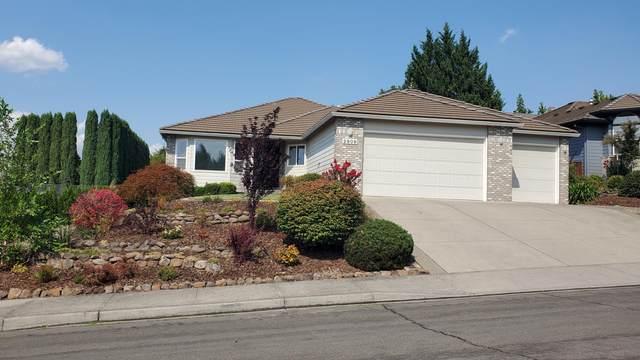 2909 Flint Ridge Avenue, Medford, OR 97504 (MLS #220131495) :: Berkshire Hathaway HomeServices Northwest Real Estate