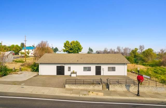 106 E First Street, Phoenix, OR 97535 (MLS #220131612) :: Vianet Realty