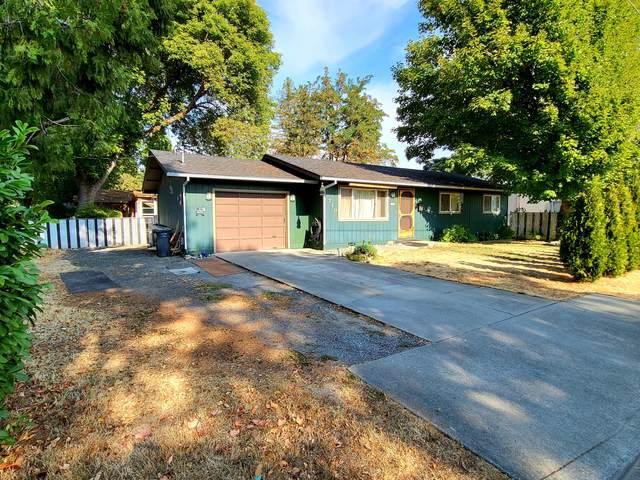 710 SE 12th Street, Grants Pass, OR 97526 (MLS #220131736) :: Premiere Property Group, LLC