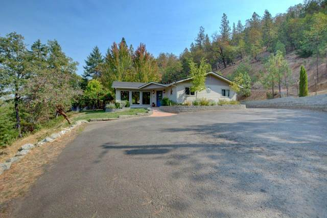 2140 Knowles Road, Medford, OR 97501 (MLS #220131847) :: The Ladd Group