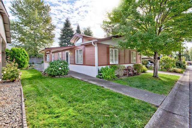 133 NW Wrightwood Circle, Grants Pass, OR 97526 (MLS #220132064) :: Coldwell Banker Sun Country Realty, Inc.