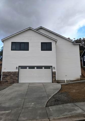 27 Cerulean Terrace, Eagle Point, OR 97524 (MLS #220132182) :: Stellar Realty Northwest