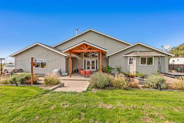 2817 Ball Road, Eagle Point, OR 97524 (MLS #220132193) :: The Ladd Group