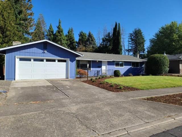 1981 Camellia Avenue, Medford, OR 97504 (MLS #220132362) :: Vianet Realty