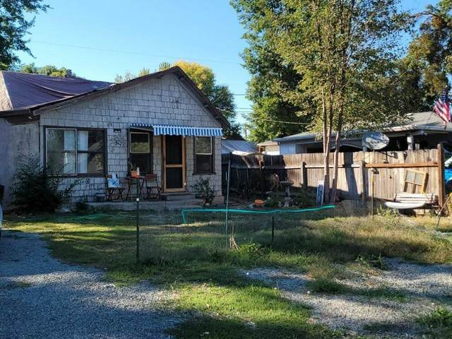 618 S Columbus Avenue, Medford, OR 97501 (MLS #220132544) :: Bend Relo at Fred Real Estate Group