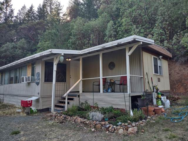 2090 W Jones Creek Road, Grants Pass, OR 97526 (MLS #220132623) :: Coldwell Banker Bain