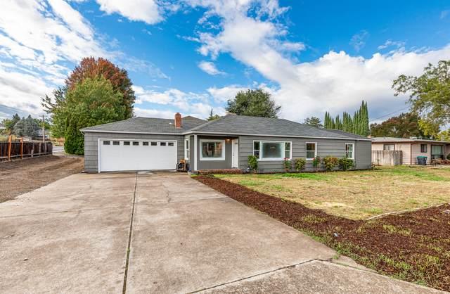 2494 E Mcandrews Road, Medford, OR 97504 (MLS #220132674) :: Central Oregon Home Pros