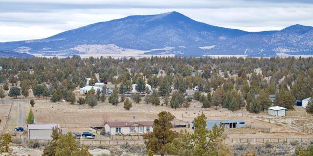 1677 NW Pinecrest Drive, Prineville, OR 97754 (MLS #201910258) :: Berkshire Hathaway HomeServices Northwest Real Estate