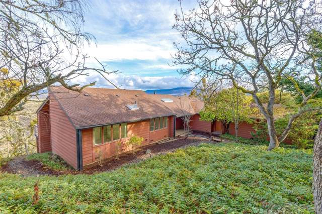 844 Carpenter Hill Road, Medford, OR 97501 (MLS #202000303) :: The Ladd Group