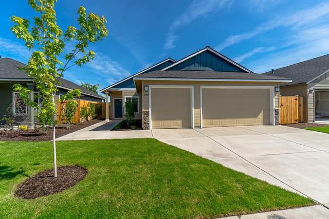 2933 NW Hemlock Lane, Redmond, OR 97756 (MLS #202003041) :: Berkshire Hathaway HomeServices Northwest Real Estate