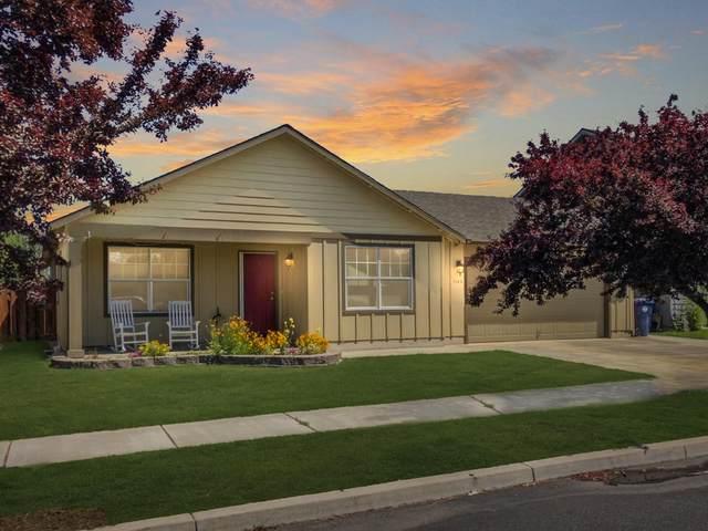 3145 SW Juniper Avenue, Redmond, OR 97756 (MLS #220103881) :: Berkshire Hathaway HomeServices Northwest Real Estate