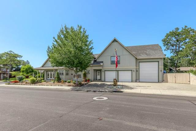 8 Falling Leaf Lane, Eagle Point, OR 97524 (MLS #220104480) :: Coldwell Banker Bain