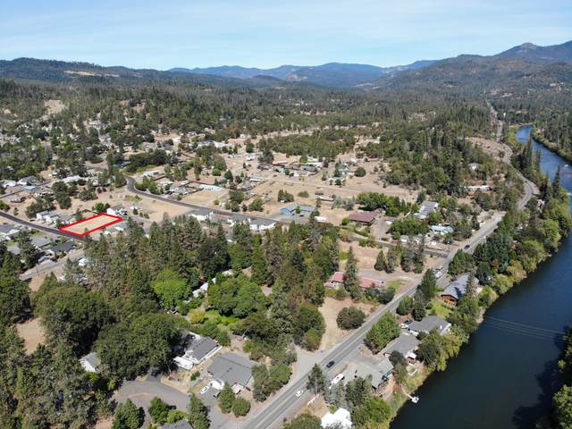 250 Sowell Drive, Shady Cove, OR 97539 (MLS #220107756) :: The Payson Group