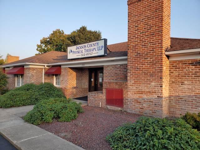 242 N Phoenix Road, Phoenix, OR 97535 (MLS #220108027) :: Rutledge Property Group