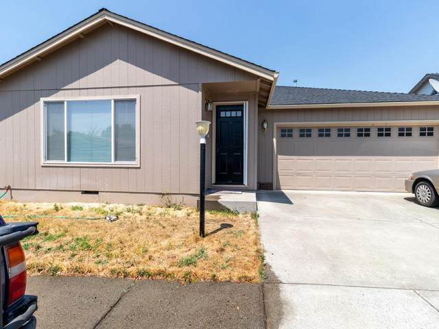 2233 New Haven Drive, Central Point, OR 97502 (MLS #220113628) :: The Ladd Group