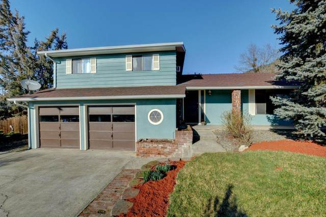 961 NE 11th Street, Grants Pass, OR 97526 (MLS #220115841) :: The Ladd Group