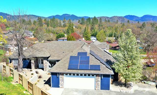 121 NW Fall Run Drive, Grants Pass, OR 97526 (MLS #220120153) :: Vianet Realty