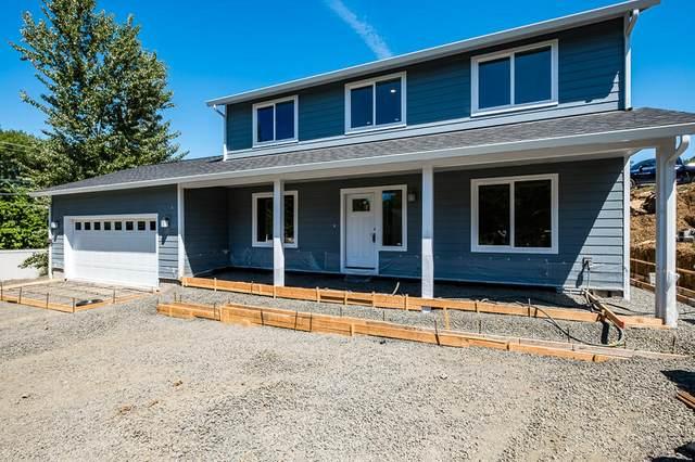 130 Linda Lane, Shady Cove, OR 97539 (MLS #220122664) :: Schaake Capital Group