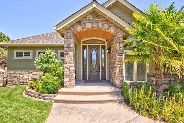 1117 NW Starlite Place, Grants Pass, OR 97526 (MLS #220123930) :: Schaake Capital Group