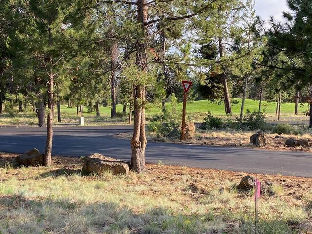 10 Playoff Lane, Sunriver, OR 97707 (MLS #220127289) :: Bend Relo at Fred Real Estate Group