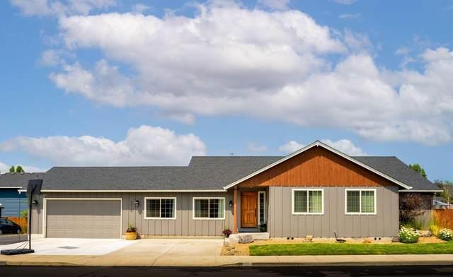 20714 Tango Creek Avenue, Bend, OR 97701 (MLS #220129380) :: The Bifano Home Team