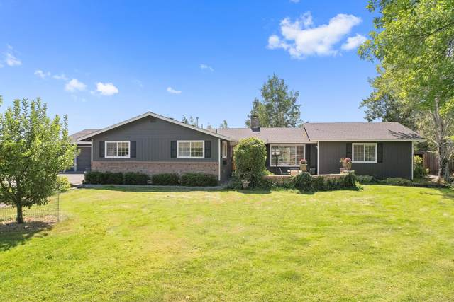 1971 NW Canyon Drive, Redmond, OR 97756 (MLS #220130263) :: The Bifano Home Team