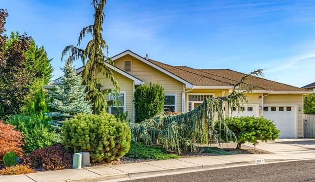 821 Amerman Drive, Phoenix, OR 97535 (MLS #220130302) :: Coldwell Banker Bain