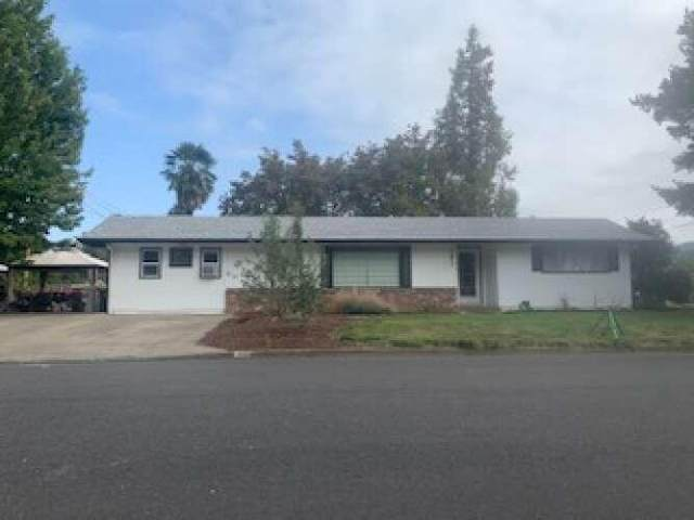 906 SW River Oaks Place, Grants Pass, OR 97526 (MLS #220131030) :: The Riley Group