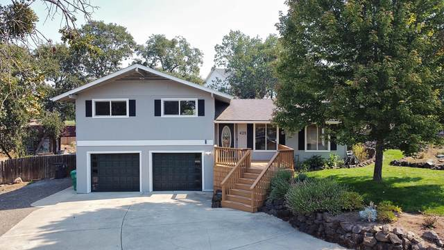 425 Rodale Drive, Eagle Point, OR 97524 (MLS #220131436) :: Coldwell Banker Bain