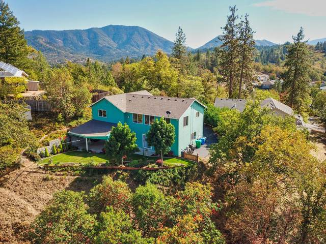 328 Hill Top Drive, Grants Pass, OR 97527 (MLS #220132862) :: The Ladd Group