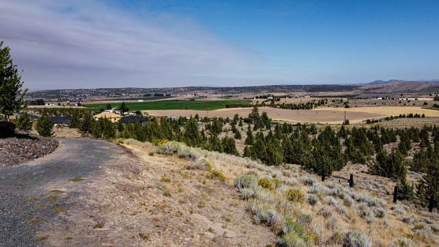 2 NE Camas Lane, Madras, OR 97741 (MLS #201808551) :: Coldwell Banker Sun Country Realty, Inc.