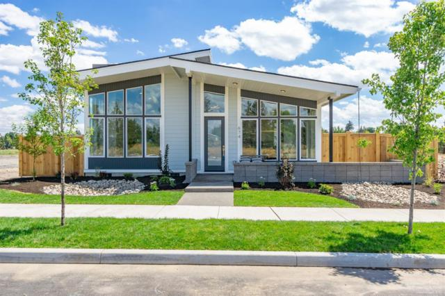 674 NW Rimrock Drive, Redmond, OR 97756 (MLS #201901319) :: The Ladd Group