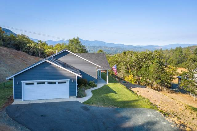 209 Clear Sky Drive, Grants Pass, OR 97526 (MLS #220107995) :: Berkshire Hathaway HomeServices Northwest Real Estate