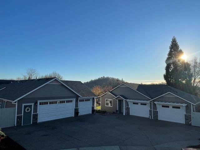109 Greenmoor Drive, Eagle Point, OR 97524 (MLS #220112715) :: Bend Homes Now