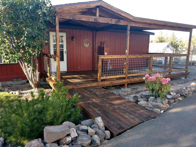 5237 SE Sunny Hills Court, Prineville, OR 97754 (MLS #220121243) :: Schaake Capital Group