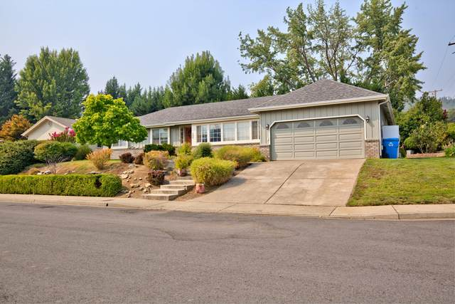 100 Tuttle Court, Rogue River, OR 97537 (MLS #220125327) :: Premiere Property Group, LLC