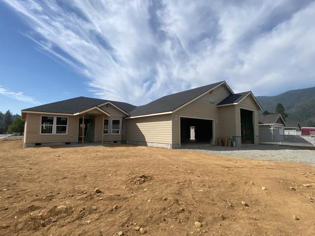 103 Cabernet Circle, Cave Junction, OR 97523 (MLS #220127977) :: The Riley Group