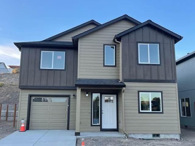 661 NE Brookstone Drive, Prineville, OR 97754 (MLS #220131021) :: Bend Homes Now