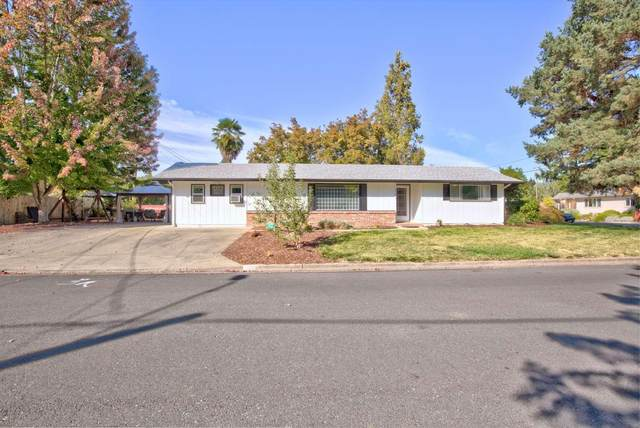 906 SW River Oaks Place, Grants Pass, OR 97526 (MLS #220131030) :: Vianet Realty