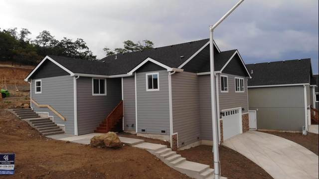 1035 Azure Way, Eagle Point, OR 97524 (MLS #220118148) :: The Ladd Group
