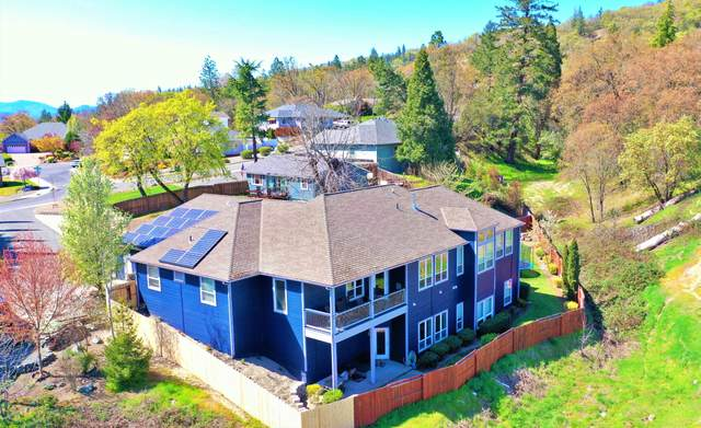 121 NW Fall Run Drive, Grants Pass, OR 97526 (MLS #220120153) :: Keller Williams Realty Central Oregon