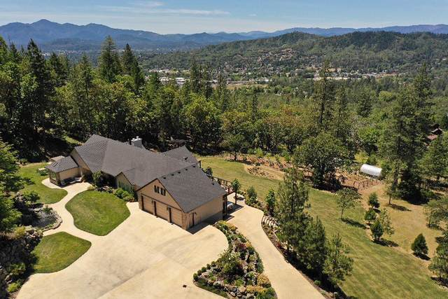 389 NE Ausland Drive, Grants Pass, OR 97526 (MLS #220121659) :: Arends Realty Group