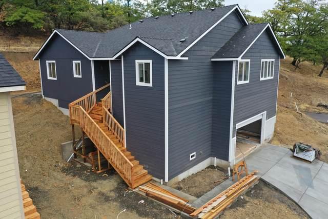 33 Cerulean Terrace, Eagle Point, OR 97524 (MLS #220129832) :: Stellar Realty Northwest