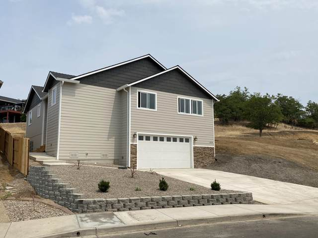 1019 Azure Way, Eagle Point, OR 97524 (MLS #220118141) :: Chris Scott, Central Oregon Valley Brokers