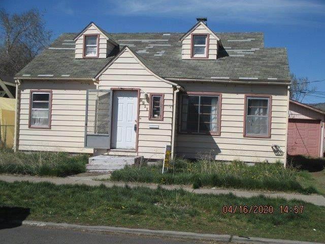2211 Eberlein Avenue, Klamath Falls, OR 97601 (MLS #103010737) :: CENTURY 21 Lifestyles Realty
