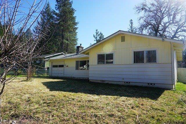 327 Terrace, Cave Junction, OR 97523 (MLS #103011016) :: CENTURY 21 Lifestyles Realty