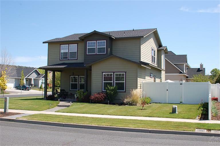 1044 NE Del Rio Avenue, Prineville, OR 97754 (MLS #201204107) :: Birtola Garmyn High Desert Realty
